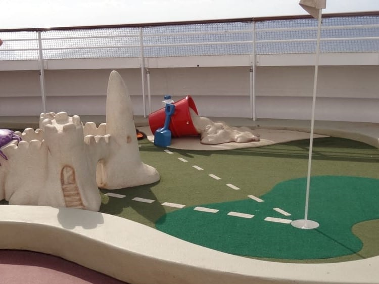 disney fantasy mini golf course (2)