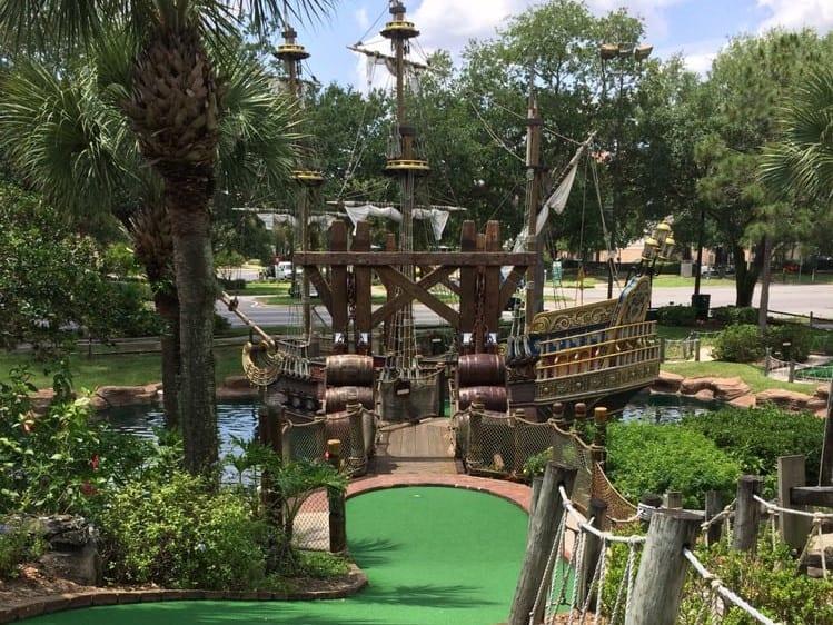 Pirate's mini golf